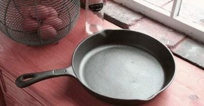 Cast Iron Skillets/Frying Pans